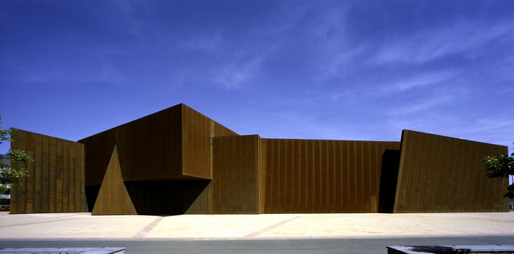 Flashback: Australian Centre for Contemporary Art (ACCA) / Wood/Marsh
