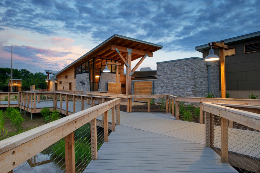 Highlands Park Family Aquatic Center / Meyers + Associates Architecture