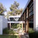 F house / Alroy Hazak architects (4) © Amit Giron