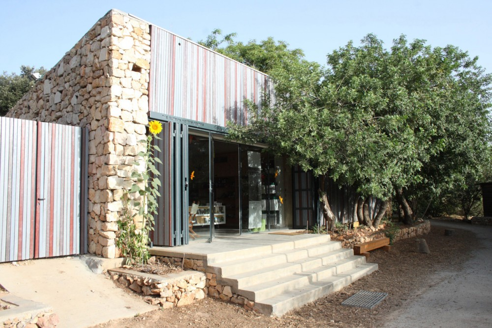 Gutman Visitor Center at the Jerusalem Bird Observatory / Weinstein Vaadia Architects