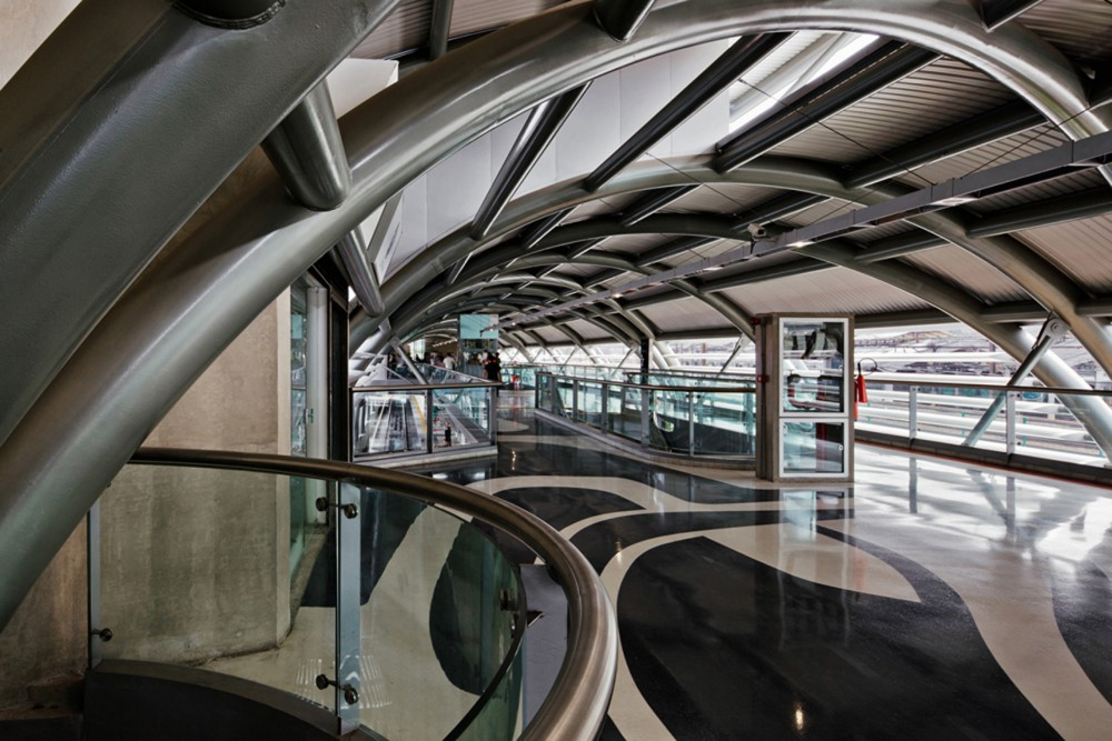 Cidade Nova Metro Station and Footbridge / JBMC Architecture