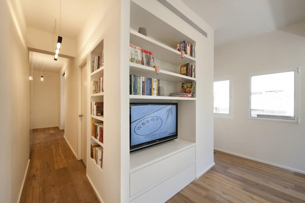 40 Sqm Apartments / SFARO (8) © Boaz Lavi & Jonathan Blum