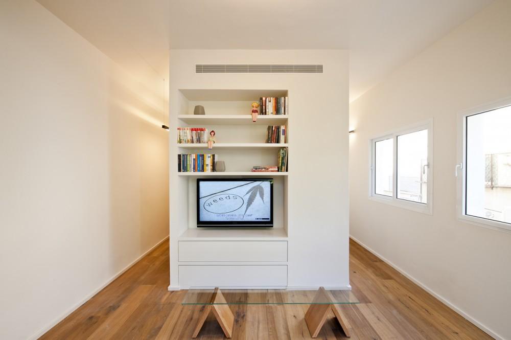 40 Sqm Apartments / SFARO (4) © Boaz Lavi & Jonathan Blum