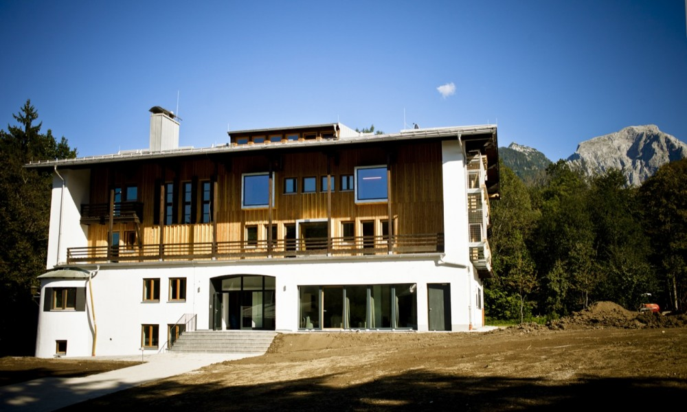 Berchtesgaden Youth Hostel / LAVA