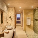 GRAN RESERVA bathroom (DUPLEX SUITE) Courtesy of A4 estudio