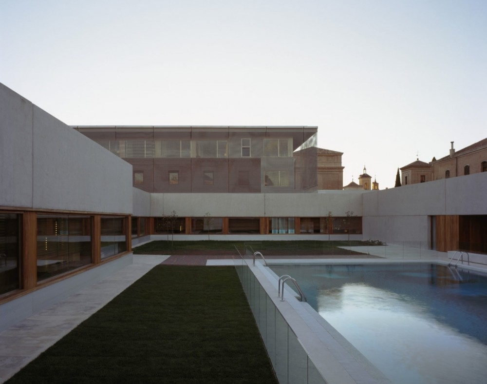 New Parador of Alcalá  / Aranguren & Gallegos Architects