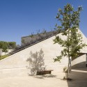 Ramat Hanadiv Visiting Center / Ada Karmi-Melamede Architects (7) © Amit Geron