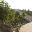 Ramat Hanadiv Visiting Center / Ada Karmi-Melamede Architects (2) © Amit Geron