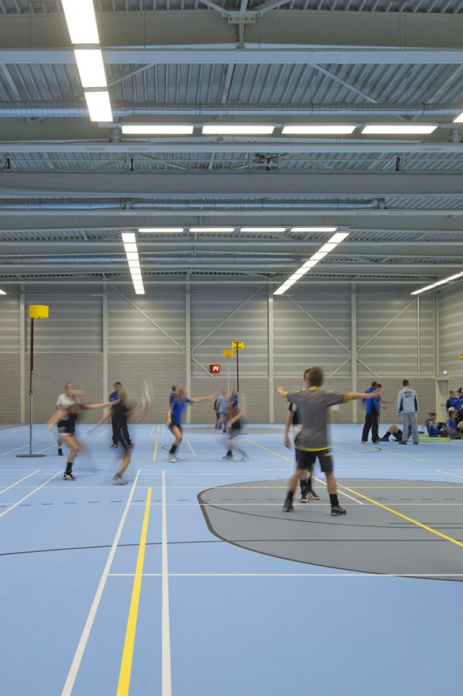 Green Sports Hall / MoederscheimMoonen Architects