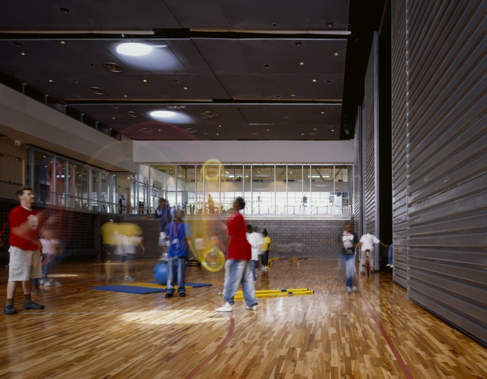 The Gary Comer Youth Center / John Ronan Architects