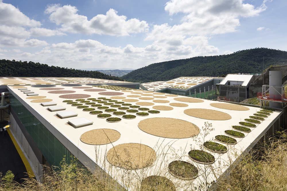 Waste Treatment Facility / Batlle &amp; Roig Architects