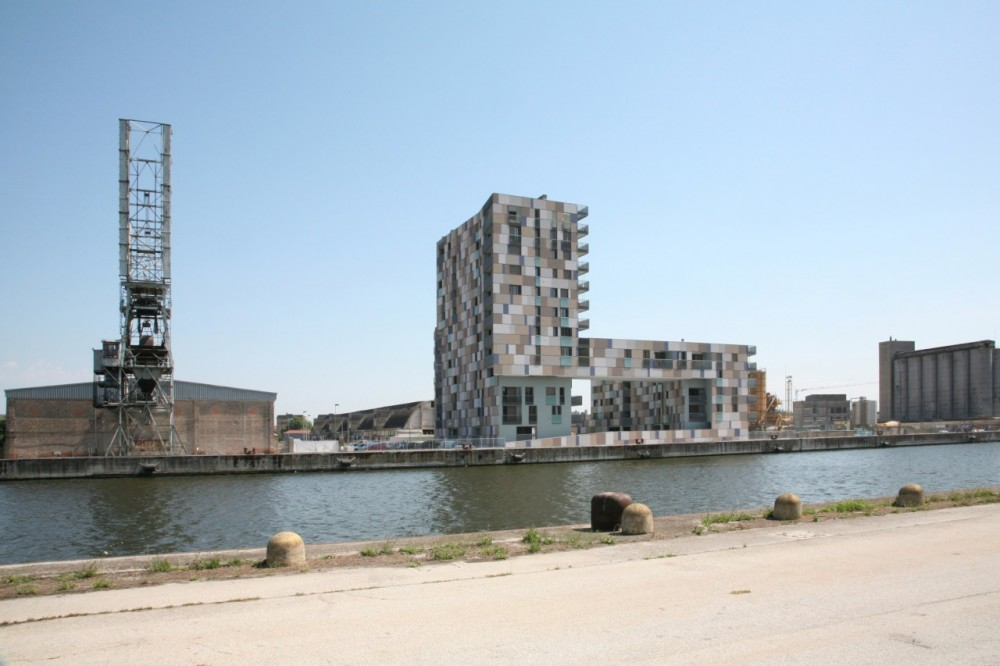 Apartment building on the harbour / Zucchi &amp; Partners