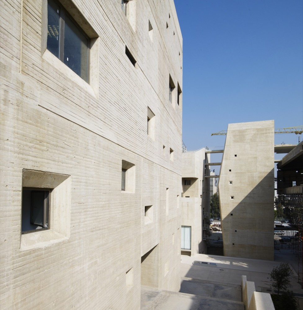 USJ Campus de LInnovation et du Sport / 109 Architects with Youssef Tohm