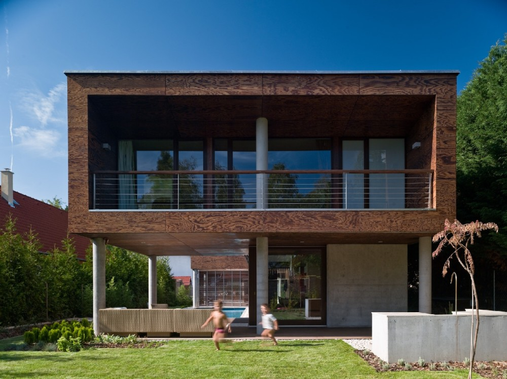 Summer Villa at Lake Balaton / FBI Studio architects