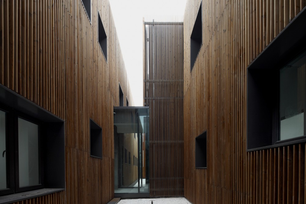 Administration Building of the North Shanghai Gas Company in Jiading / Atelier Deshaus