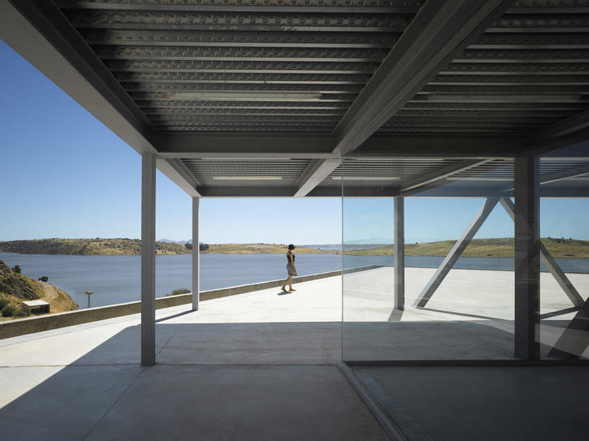 Rowing Center / Jos Mara Snchez Garca