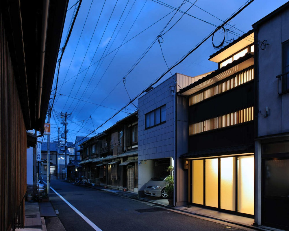 New Kyoto Town House / Alphaville Architects