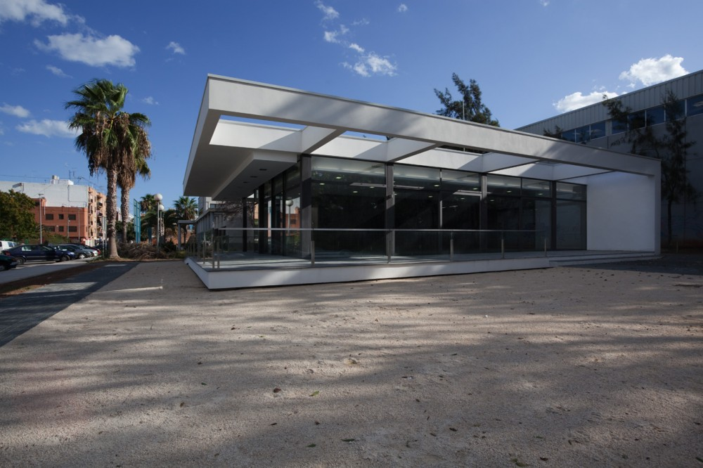 Pensioners Community Center / Antonio Altarriba Comes