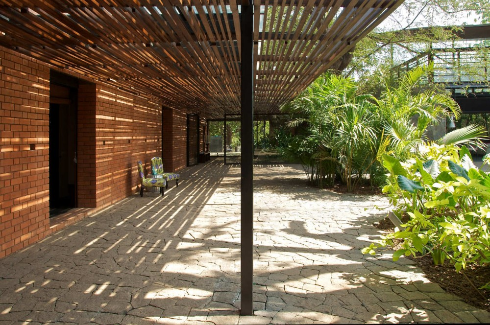 The Brick Kiln House / SPASM Design Architects