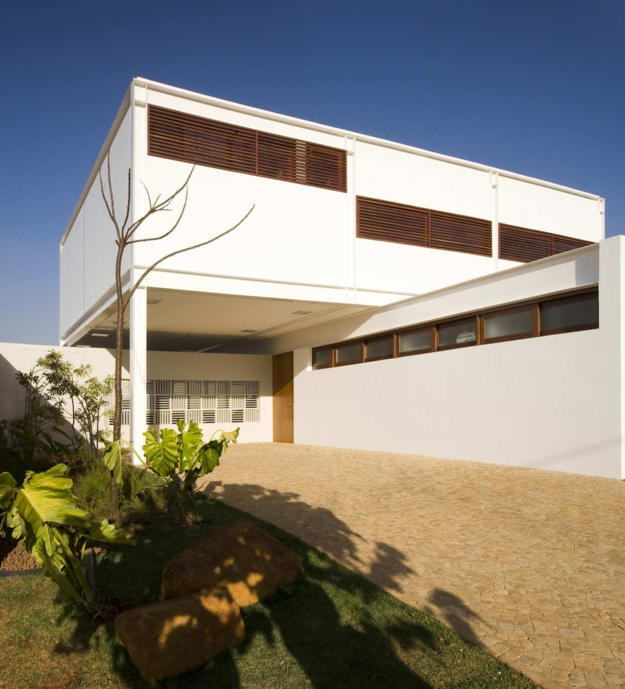 House G16 / Mira Arquitetos