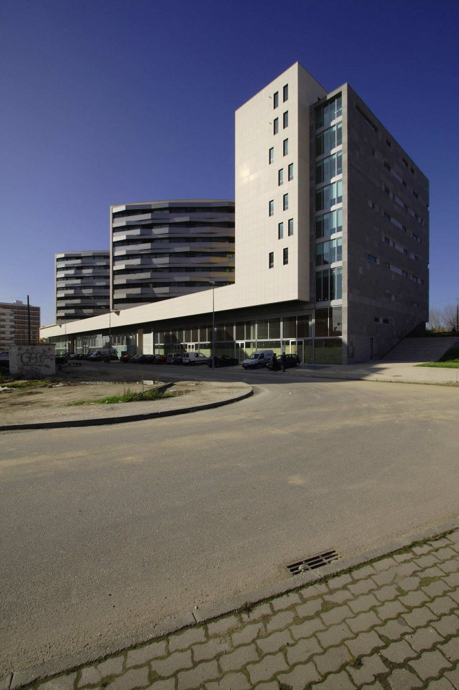 Housing In Aveiro / RVDM