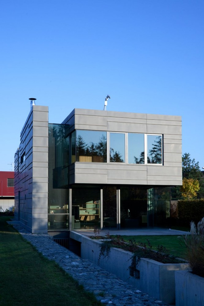 Family House In Kunratice / Aulík Fišer Architects