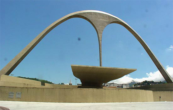 Rio Carnival 2012 kicks off in Oscar Niemeyer&#8217;s newly renovated Sambadrome