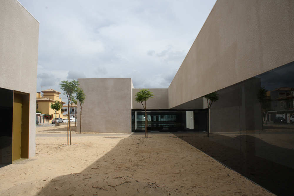 Sports Pavilion In Cadiz / EDDEA