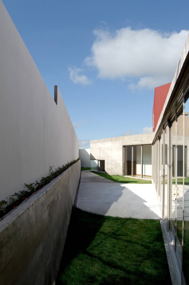 Ph4 House / T38 Studio + Pablo Casals-Aguirre