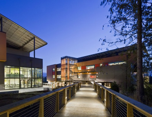 Community-Oriented Architecture in Schools: How 'Extroverted' Design Can Impact Learning and Change the World