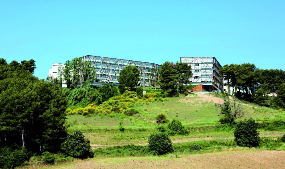 Telefonica Corporate University In Parc de Bell-llo / Batlle &amp; Roig Architects