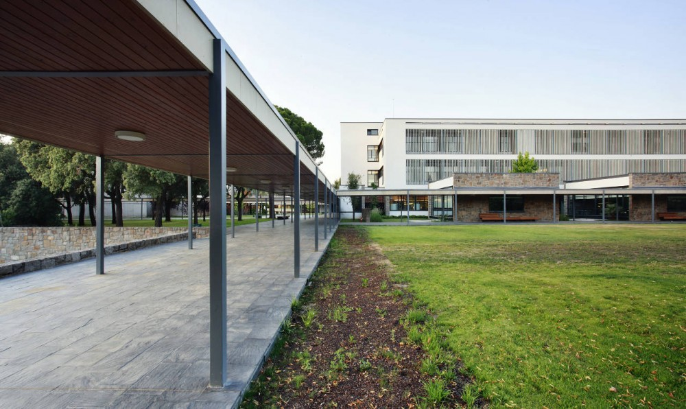 Telefonica Corporate University In Parc de Bell-llo /​ Batlle & Roig Architects