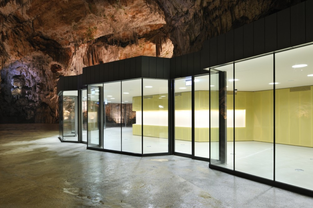 Exhibition and Retail Pavillion in the Concert Hall in the Postojna Cave / Studio Stratum