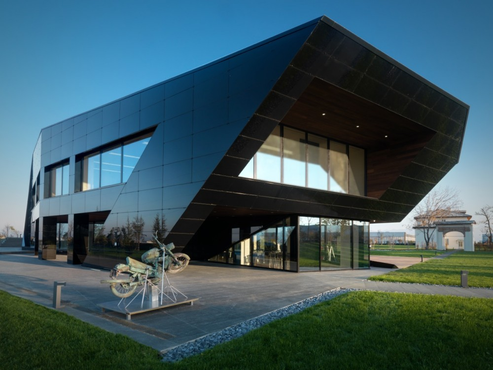 Vidre Negre Office Building / Damilano Studio Architects