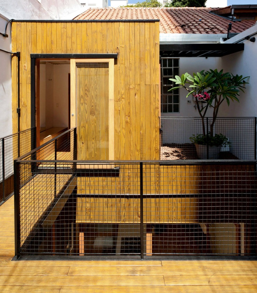 Renovation for a Two Storey House / Studio GGA