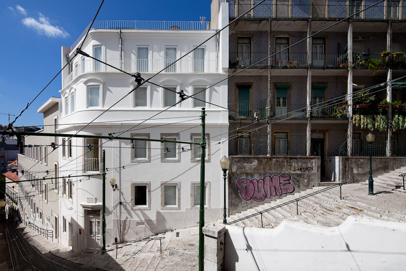 Building Rehabilitation In Calcada do Lavra / Jorge Mealha