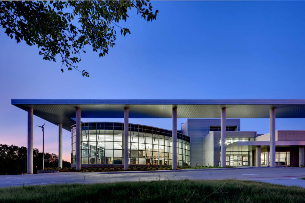 Lady Bird Johnson Middle School / Corgan Associates