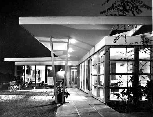 Choy Residence © J. Paul Getty Trust. Used with permission. Julius Shulman Photography Archive, Research Library at the Getty Research Institute (2004.R.10)
