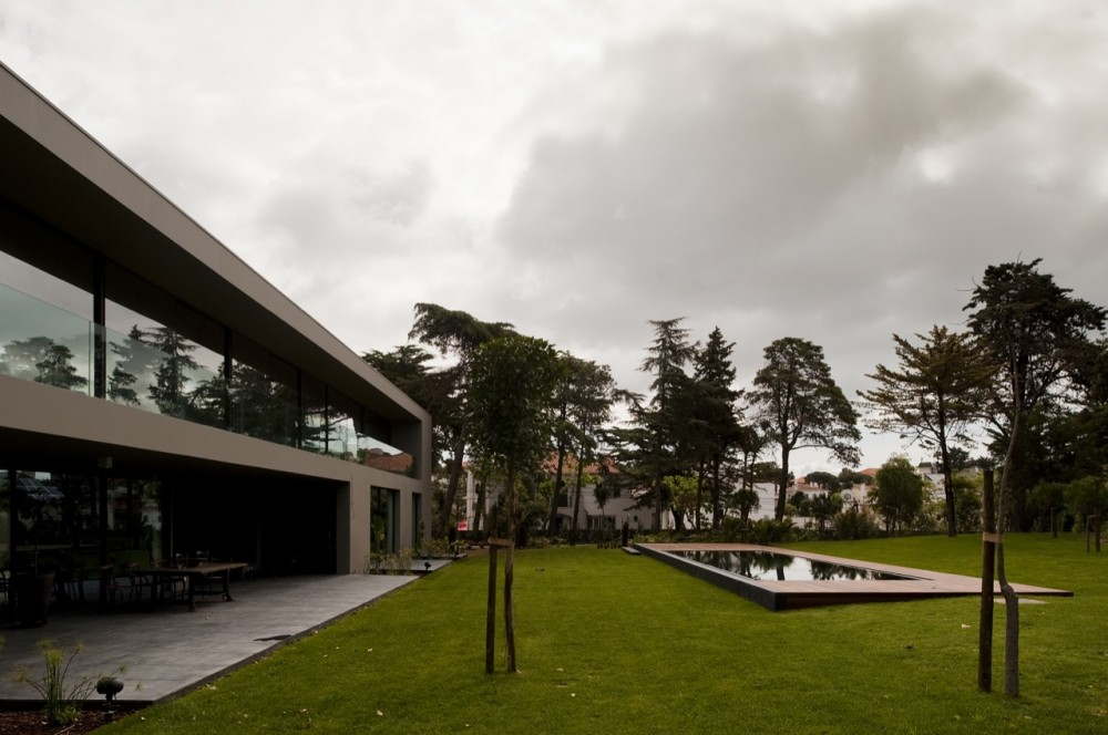 House In Estoril / Frederico Valsassina Arquitectos
