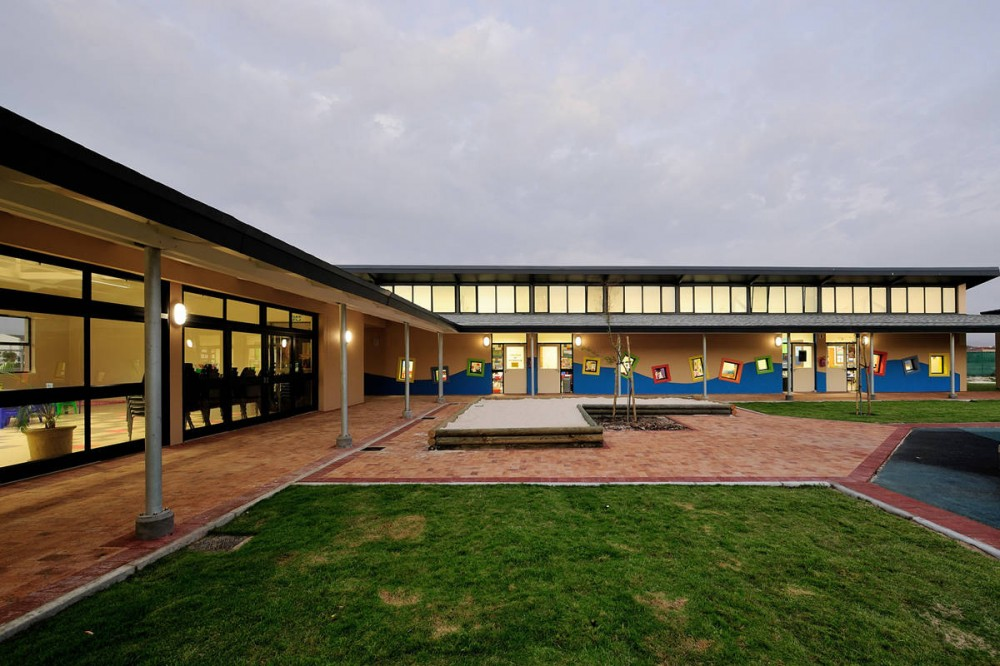 Blouberg International School / Luis Mira Archi​tects & Plus Arquitectura