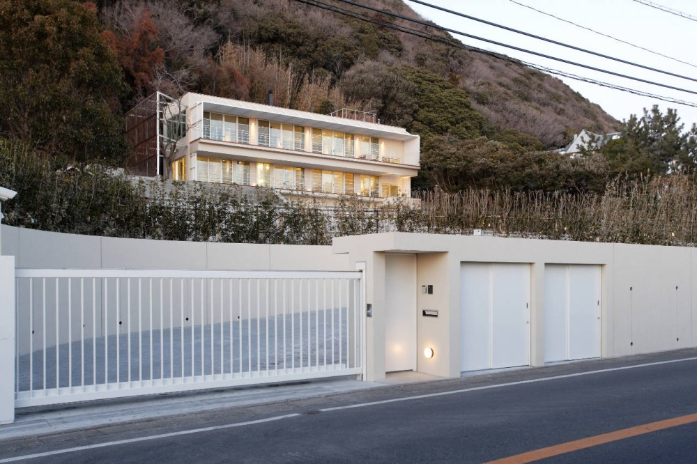 House Overlooking The Sea / Edward Suzuki Associates
