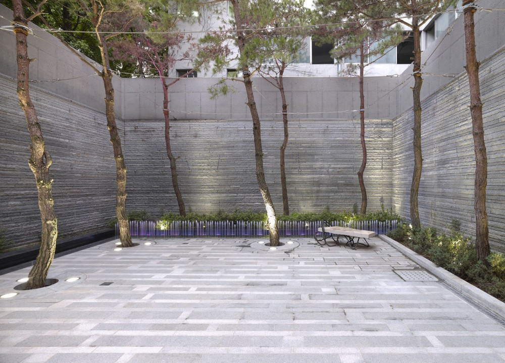 Embassy Of Canada In Korea / Zeidler Partnership Architects