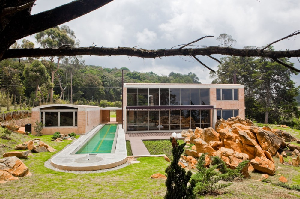 Family House in Medellin / Oscar Mesa