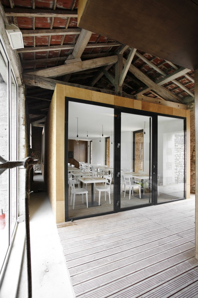 Renovation of an old barn / Comac