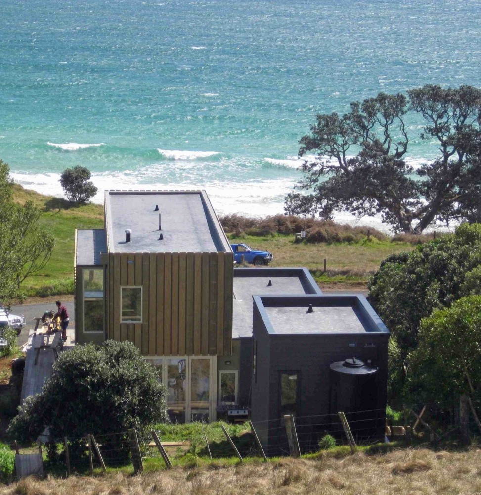 Otama Beach House / David Berridge Architect