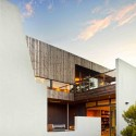 Lagoon Beach House / Birrelli Architects © Rob Burnett