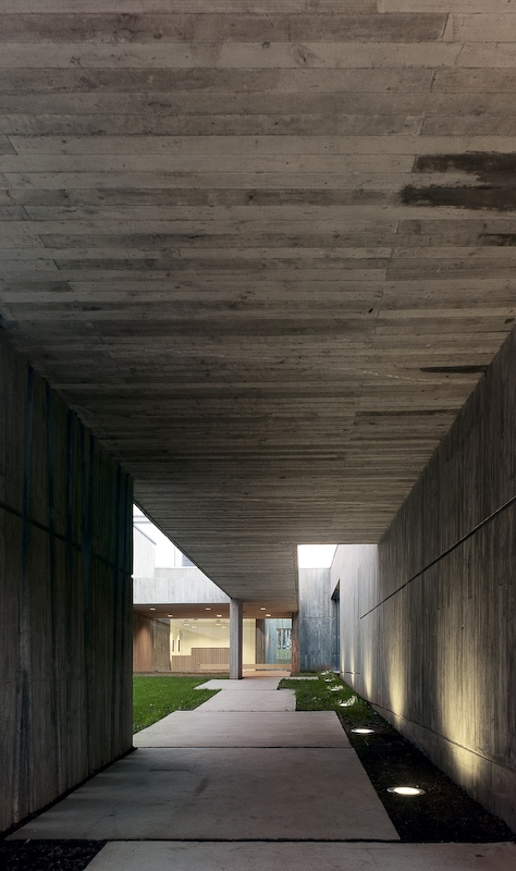 Health Center in Oleiros / Abalo Alonso Arquitectos