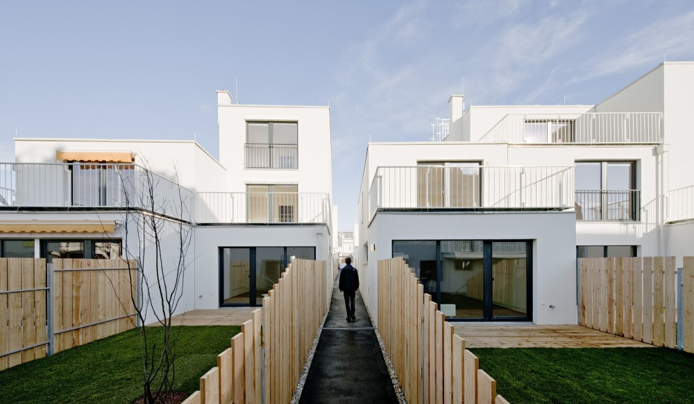 40 x Residing in Aspern, Vienna / SUE Architekten