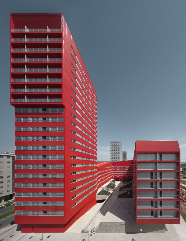 242 Social Housing Units in Salburúa / ACXT
