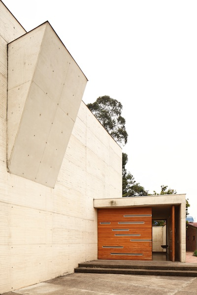 Los Nogales School Chapel / Daniel Bonilla Arquitectos